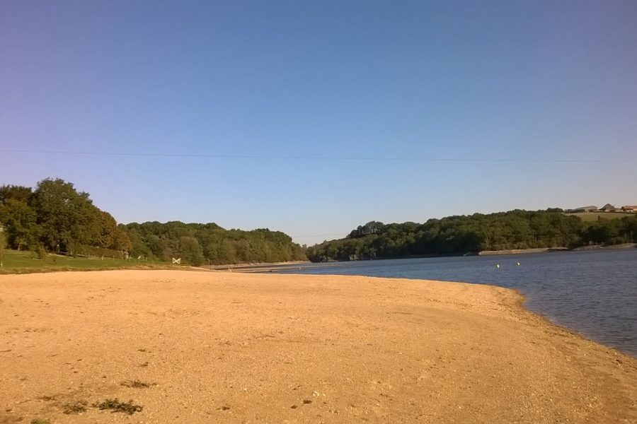 Lakeside beach at Sidiailles